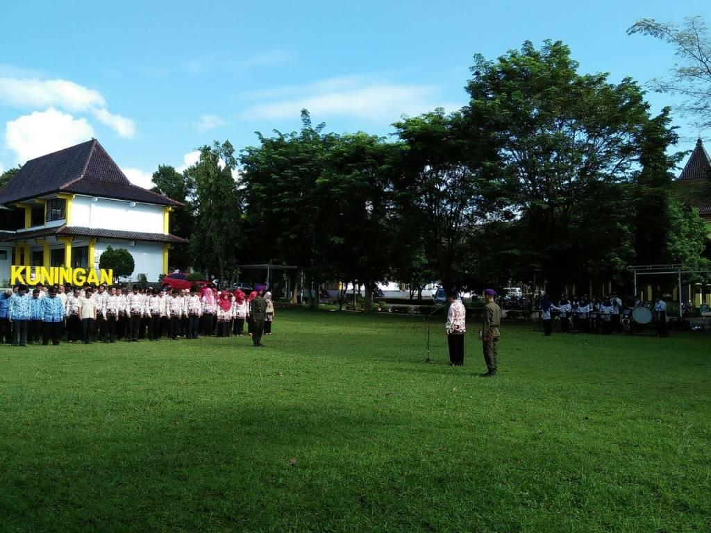 Rektor Pimpin Upacara Hari Kesadaran Nasional (HKN)