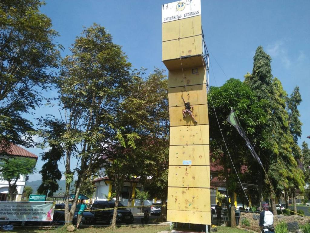 Mahakupala Gelar Wall Climbing Competition se-Jabar