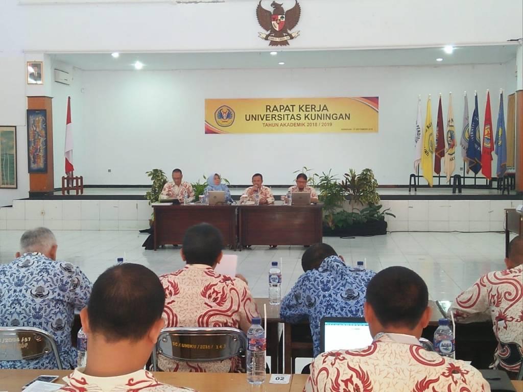 Rektor Pimpin Raker Universitas Kuningan 2018