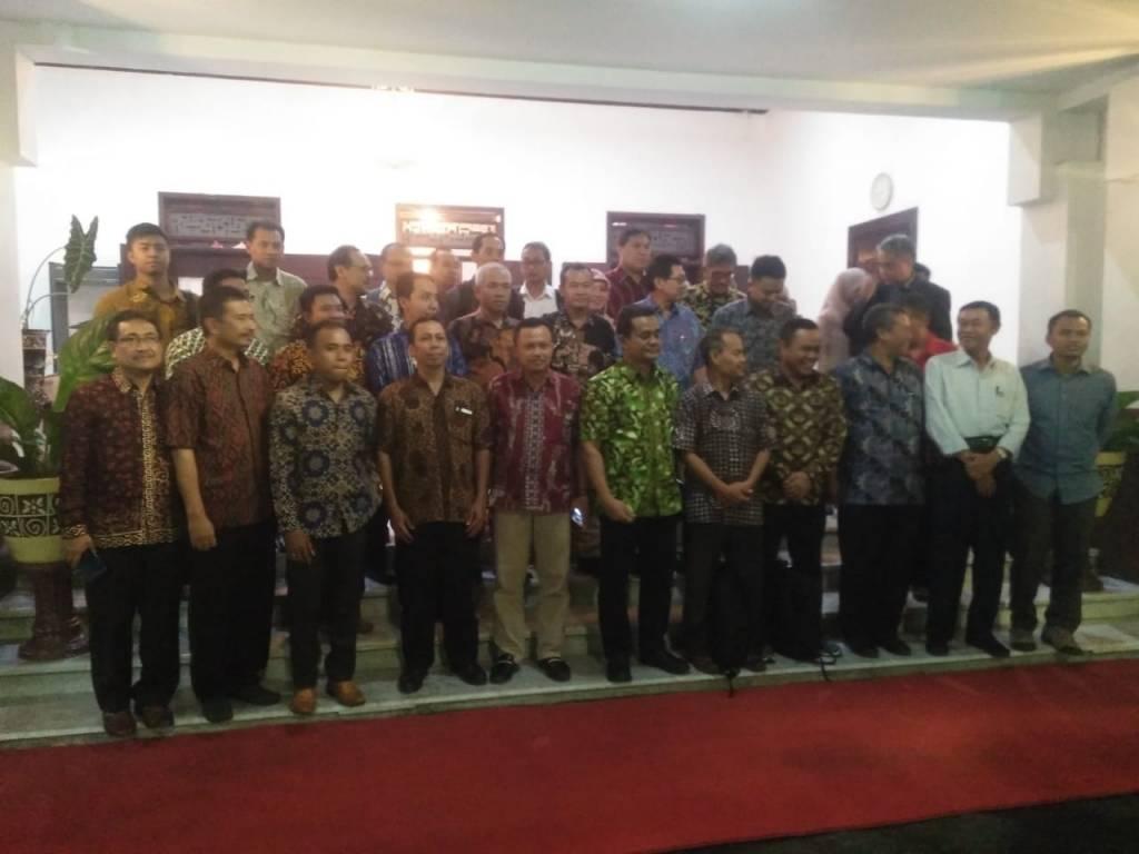 Rektor dan Warek III Hadiri Lokakarya Nasional UI GreenMetric 2018 di Surabaya