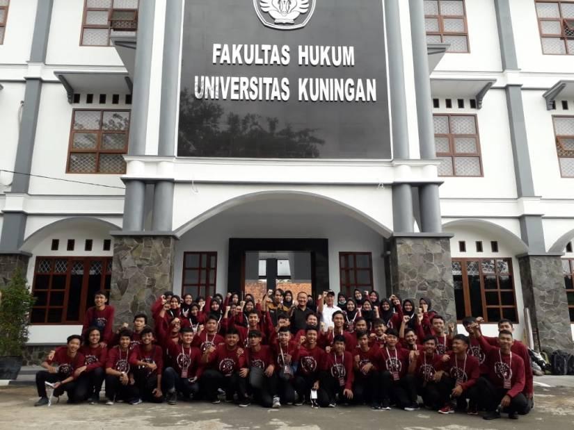 Puluhan Mahasiswa Baru FH Ikuti Temu Warga di Sidomba