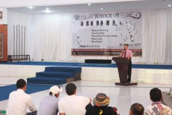 Rektor Buka Acara Workshop DKV Uniku In Art