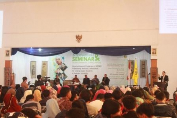 Ratusan Mahasiswa Ikuti Seminar Internasional dan Certified Management Training Launching